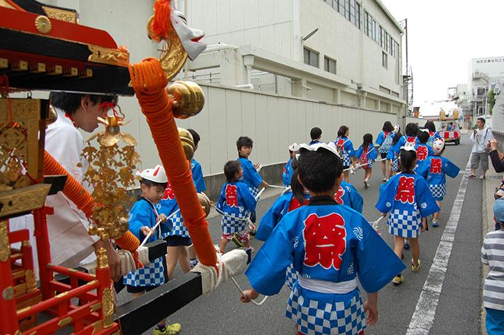 働く女性の守り神 折上稲荷神社 稲荷祭子供神輿