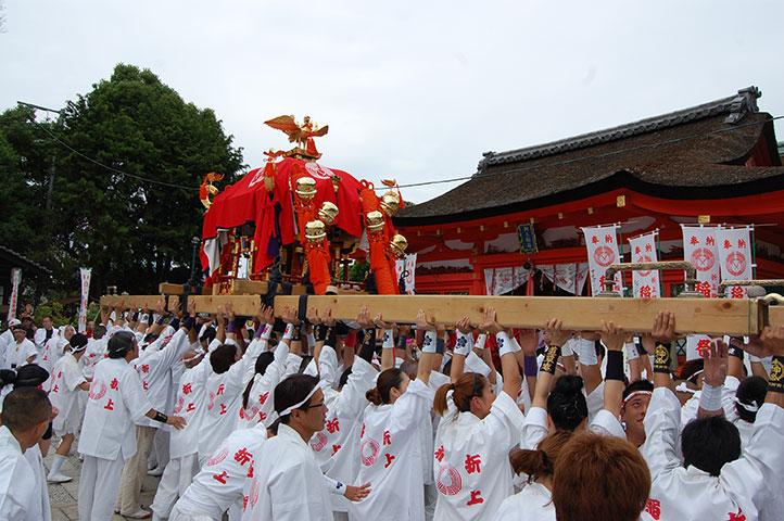 働く女性の守り神 折上稲荷神社 稲荷祭神輿巡行
