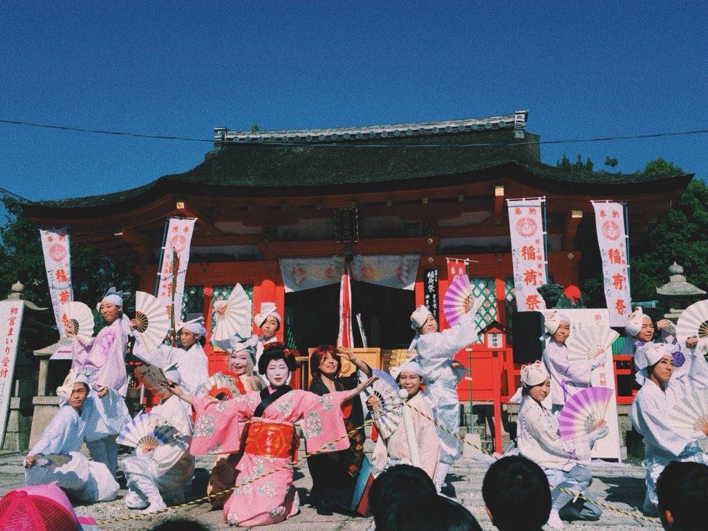 働く女性の守り神 折上稲荷神社 稲荷祭きつね舞踊