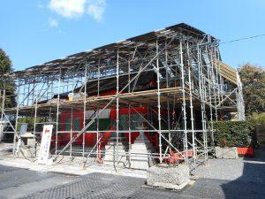 働く女性守護折上稲荷神社本殿弊殿屋根吹き替え写真